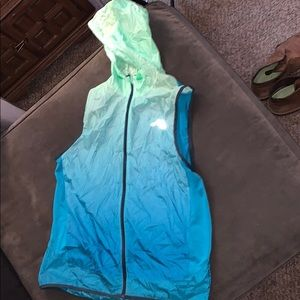 New balance packable hoodie running vest size med